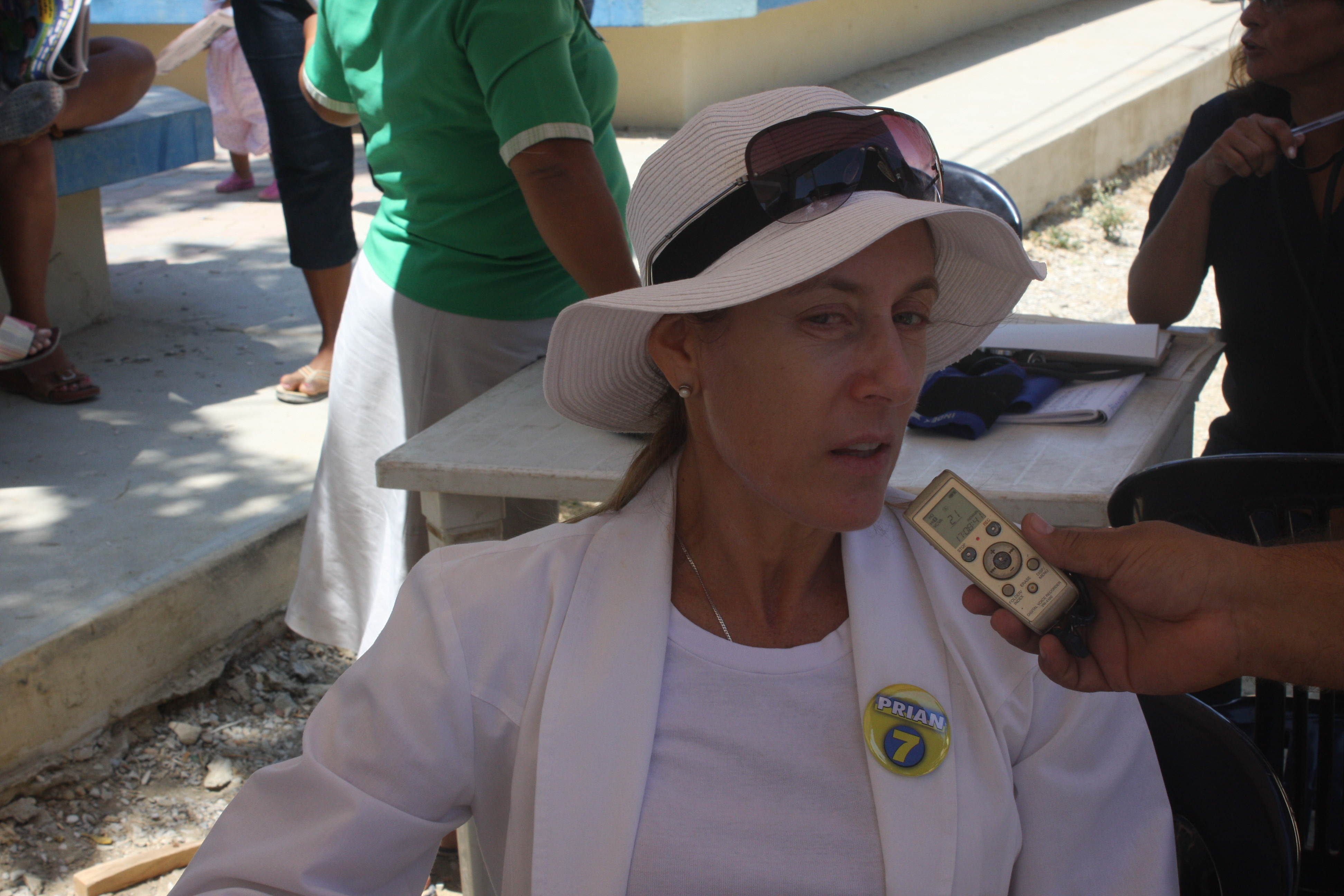 Alvaro Noboa Foundation providing Medical Brigades in Playas [AUGUST-2-2012]