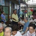 Álvaro Noboa ayudando a pacientes enfermos de Lepra