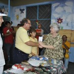 Álvaro Noboa y Annabella Azín visitan la fundación Padre Damián Leprocomio