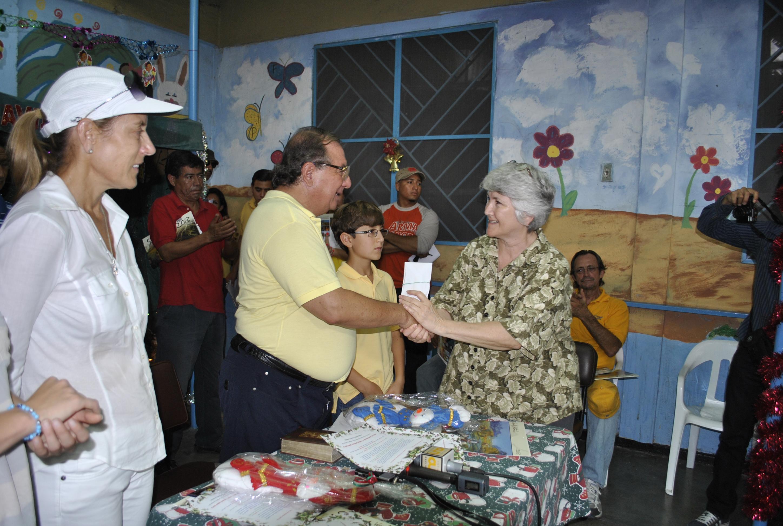 Álvaro Noboa compartió la Navidad con Pacientes de Leprosía