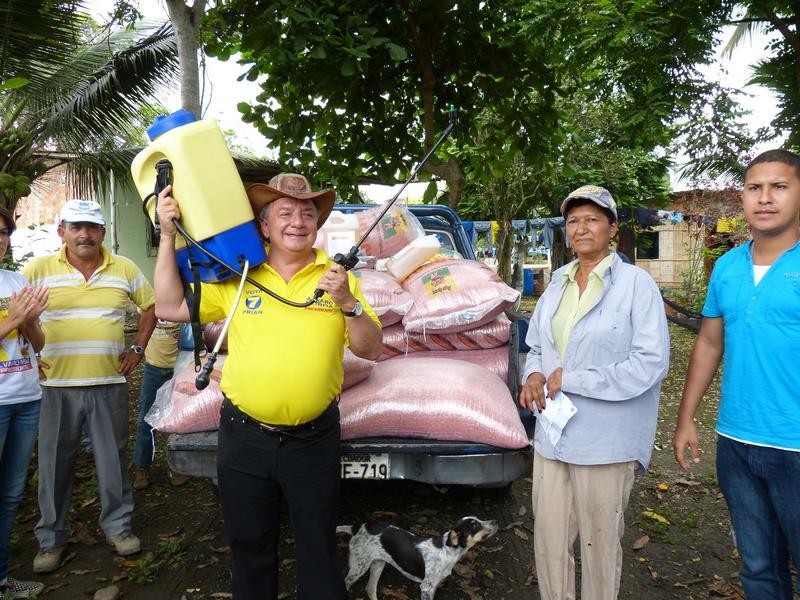 Álvaro Noboa promotes productive farming