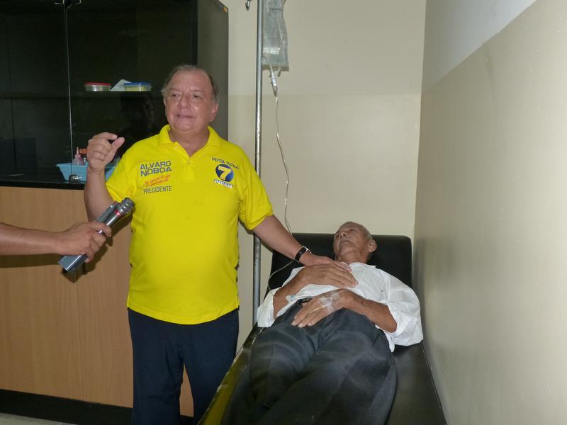 Álvaro Noboa Visitó el Hospital Municipal de Samborondón