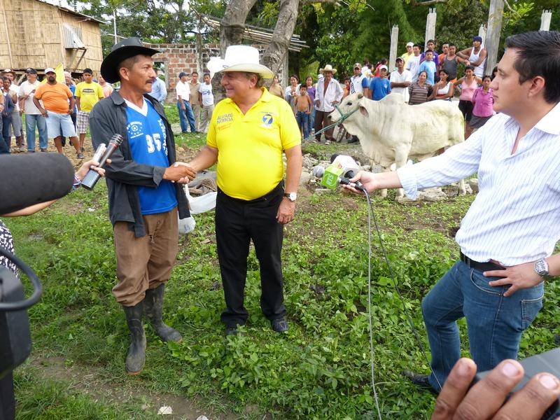 Álvaro Noboa Supports Agriculture And Cattle Farming