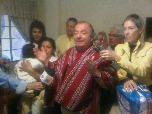 Álvaro Noboa entrega Taller de Manualidades en Latacunga