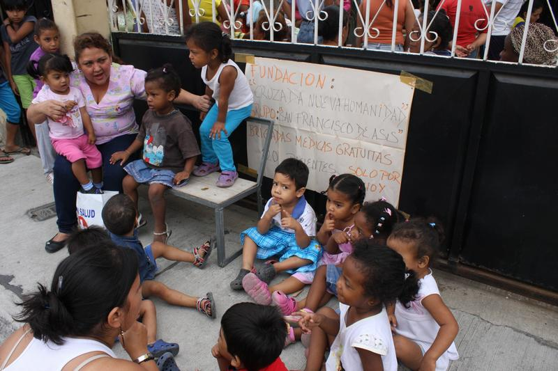 Foundation of  Alvaro Noboa help kids with parainfluenza virus