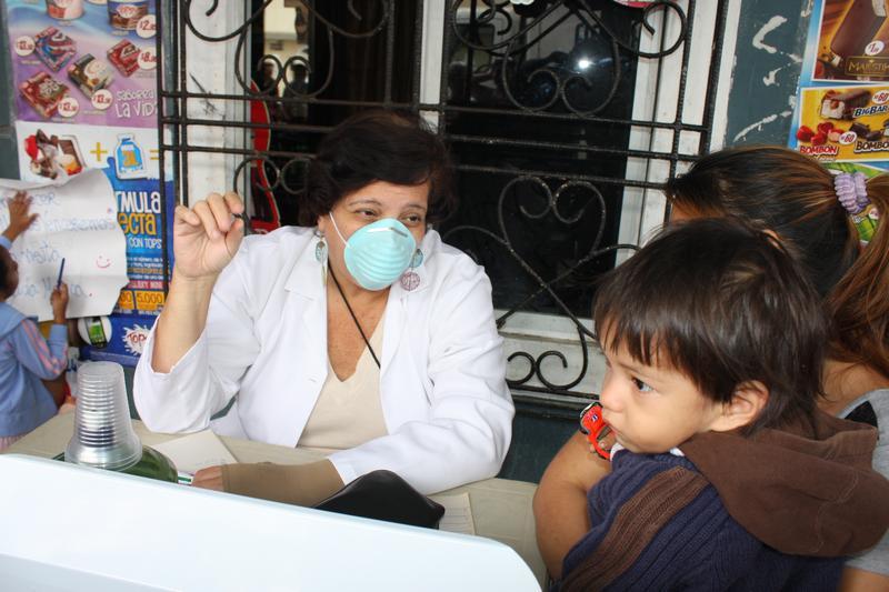 Foundation of Alvaro Noboa fights against influenza in the suburbio