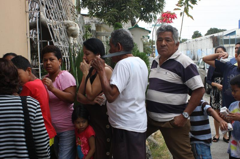 Inhabitants of the Centro Civico Cooperative receive medical care from FCNH
