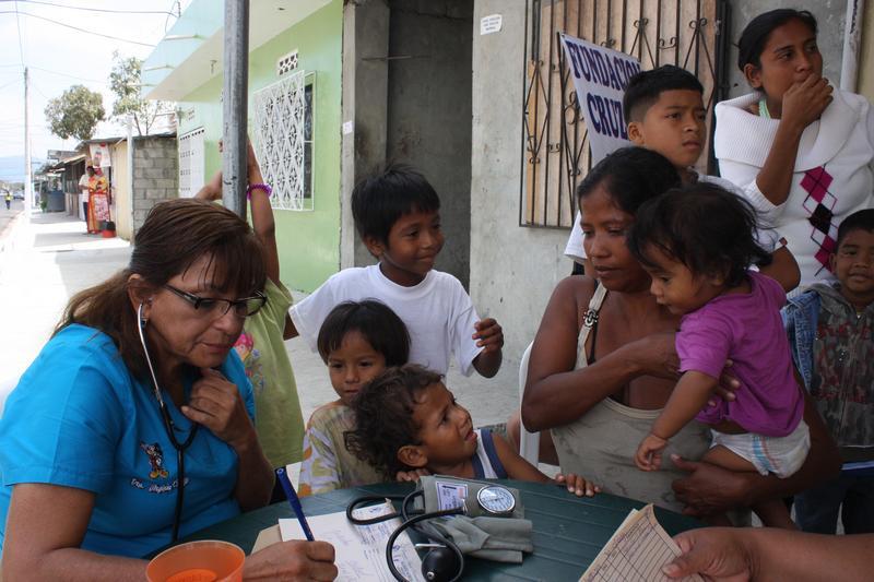 Habitantes del Suburbio Oeste reciben ayuda de la FCNH
