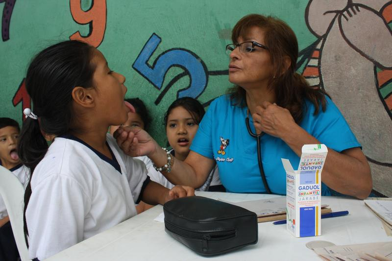 Fundación Cruzada lleva su labor a un colegio en Isla Trinitaria