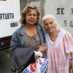 mujeres agradecen medicinas gratis fundacion alvaro noboa