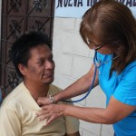 Doctor Clavijo checked several people in the Batallon del Suburbio in name of Alvaro Noboa Foundation