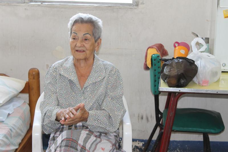 Celebrando a los ancianos del Asilo Plaza Dañín -  15 de Diciembre de 2013.