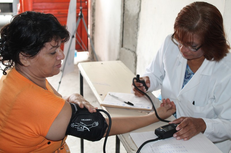 FCNH provides medical assistance in the Suburbio Norte sector (June 5th 2014)