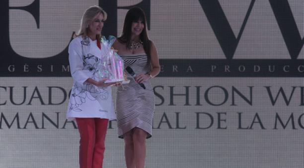 Anabella Azín de Noboa  participó como madrina del Ecuador Fashion Week